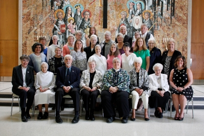 Sixteen Illinoisans, 11 from diocese, commit as Dominican associates